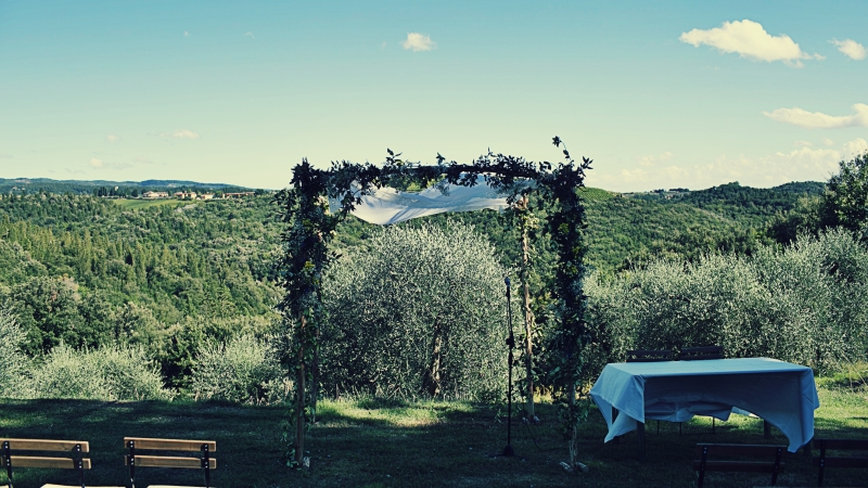 outdoor wedding ceremony country wine wedding