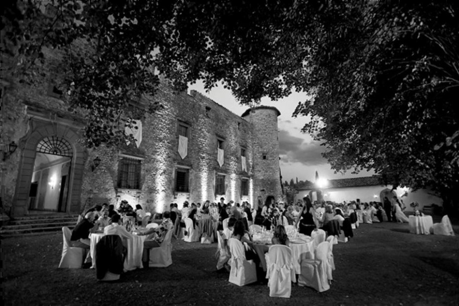 wedding_dinner_castle_gardens_tuscany
