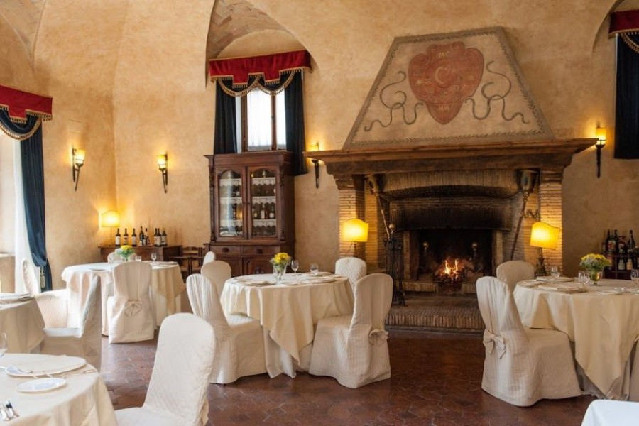 fireplace_wedding_reception_castle_room