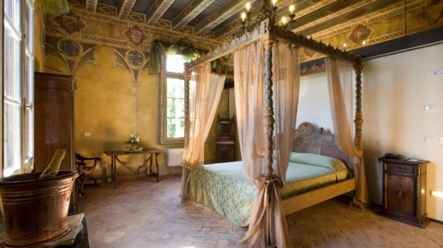 castle_suite_italy_bride
