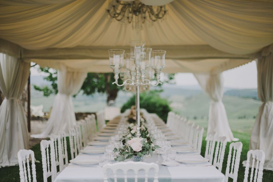 wedding_candelabra_tuscnay_flowers